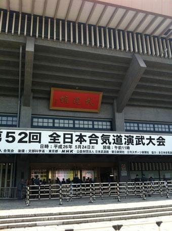 ここに至るまでの長蛇の列は忘れられませんね。渡邊さん、冨田さん参加いただきありがとうございました。稽古ではなかなか見られない絶妙の受けが生まれました。