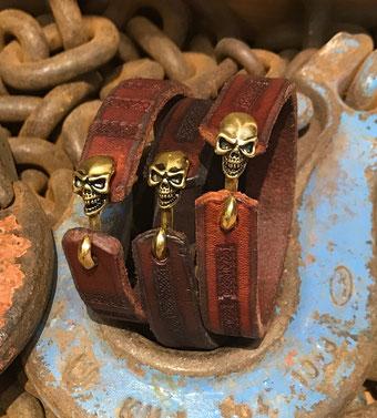 Lederarmband Totenkopfverschluß Männerarmband