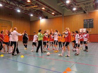 Trotz des einseitigen Ergebnisses waren beide Teams bis zur Schlusssirene mit Freude und Einsatz dabei (Foto: Futsalicious Essen)