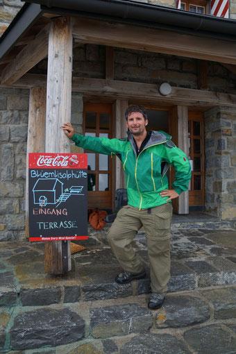 Das Hohtürli ist passiert. Ich stehe vor dem Abstieg nach Kandersteg bei der Blüemlisalphütte (2'840m).