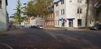 Karlstraße Bushaltestellen und Fußgängerüberweg