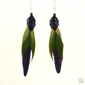 boucles d'oreilles plumes perruche macramé artisanal