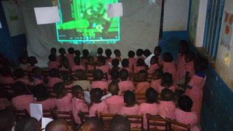 Projection Festimaj dans une école d'Atakpamé au Togo