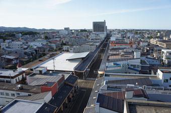雁木通りプラザの屋上から、高田の街を見下ろす