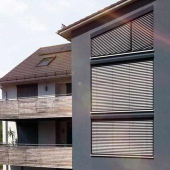 Wohnhaus mit WAREMA Vorbau-Außenjalousie