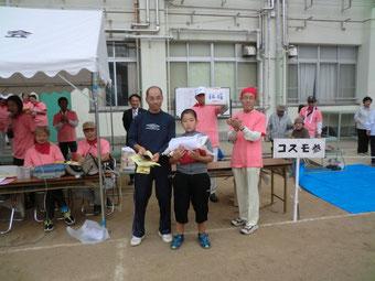 福引では区長や新庄小筒井校長や倉田地域活動協議会会長がくじを引いて豪華景品が当たりました。