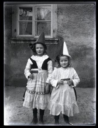 Klara und Gertrud Studer (ca. 1927)