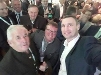 Schwergewichtsboxweltmeister Klitschko wollte unbedingt ein Selfie mit Franz und Sepp ... that´s it