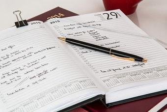Kalender mit vielen Einträgen