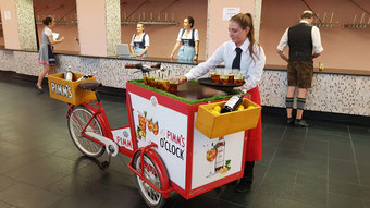 München Event Catering Bar Veranstaltung Location Wein Aperitif Mobile Bar Promotion Hostess Personal