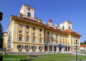 In Eisenstadt Besuch des Schlosses Estehazy