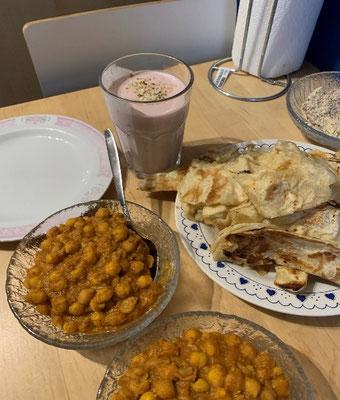 Indisches Kichererbsen Curry mit Naan