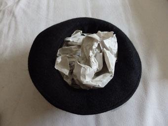 papier dans chapeau