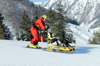 Mit dem BiSki können Menschen mit Handycap einen tollen Tag auf der Piste verbringen. Foto: S4 Skischule