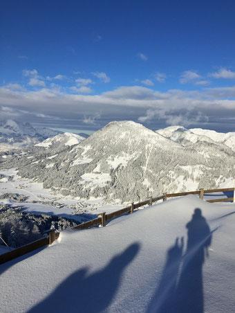 Sensationelles Panorama vom Gipfel der Buchenteinwand in St. Ulrich am Pillersee in Tirol.