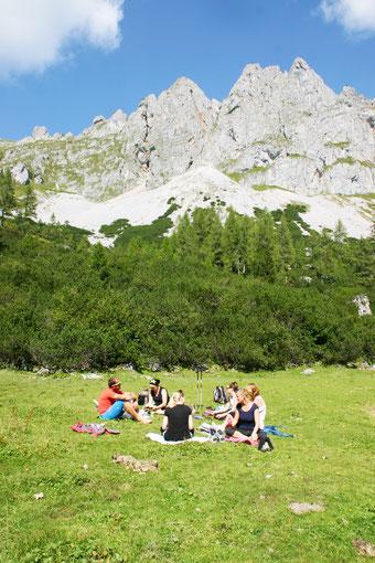 Geführte Meditationsreise: Zur Ruhe kommen in den Bergen von Filzmoos.