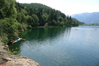 Kids vergnügen sich am Großen Montiggler See