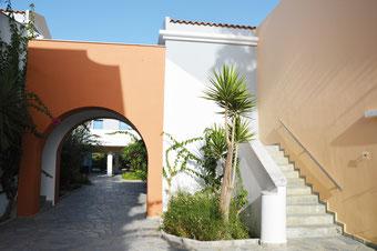 Das Family Life Marmari Beach in Kos: Modernes Design mit mediterranem  Garten.