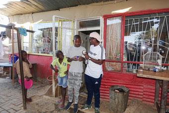 Anna-Marie besucht ihr Elternhaus. Sie allein wird es aus dem Armenviertel schaffen.