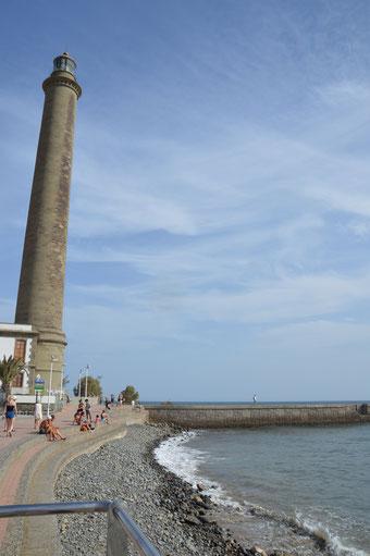 Der Leuchtturm an der beliebten Strandpromenade von Meloneras