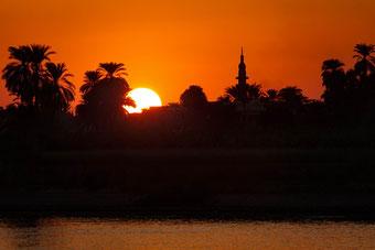 Betörend schöner Sonnenuntergang auf dem Nil