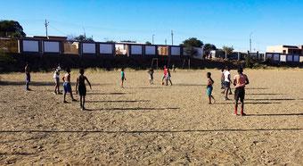 Hier fing alles an: Hier spielte Anna-Marie als kleines Mädchen Fußball, auf dem steinigen Feld.