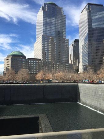 Die 9-11-Erinnerungs-Brunnen mit den Namen aller Opfer des Terroranschlages.