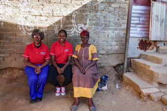 Melissa (Mitte) mit ihrer stolzen Mutter Alwine (links) und ihrer Oma Beata.