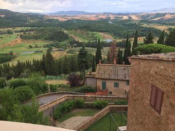 Traumhafte Aussicht von der Castelfalfi Burg.