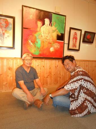 左、画家 佐藤進さんと