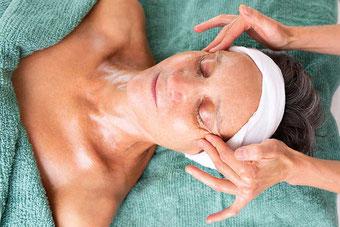 Kosmetische, manuelle Lymphdrainage bei SURYANI in Niederrohrdorf