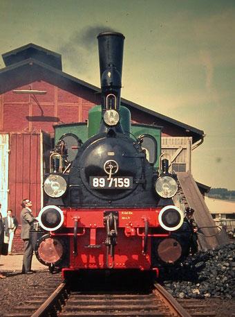 Mai 1971 vor dem Deuzer Lokschuppen: T3 89 7159 nimmt Kohle und Wasser für Sonderzugeinsatz zwischen Weidenau und Deuz (Anfnahme: Dr. Richard Vogel)