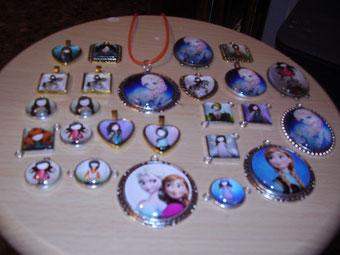 Medallas de varias formas y colores