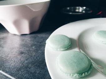 Mintfärbige Macarons.