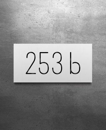 Hausnummernschild vierstellig, aus Edelstahl oder Aluminium