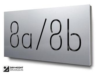 beleuchtete Hausnummer in Aluminium