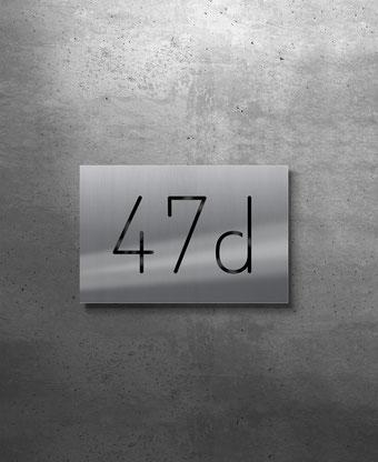 Beleuchtete Hausnummer 47d, Tagansicht