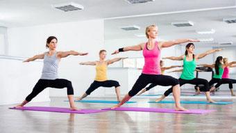 Yoga Frauen üben