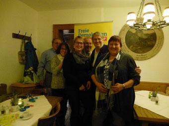 v.l.n.r. : F. Sedghi, H. Freiburg, A. Helmers, Nikolaus Ertl, Bundestagskandidat Fritz Haugg, FDP-Kreisvorsitzende Ursula Lex