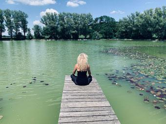 Yogalehrerin und Achtsamkeitstrainerin Natascha Königsbauer ankommen mit Yoga Meditation und Wahrnehmung