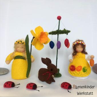 Blumenkinderwerkstatt Osterszene mit Osterglocke Osterkind Osterhase Osterbaum