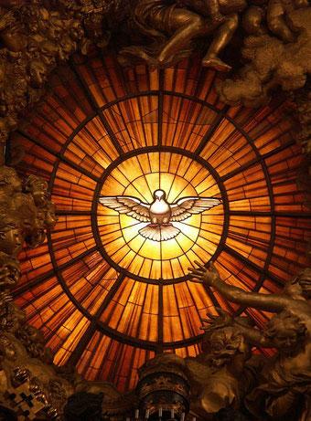 L'esprit saint ou Saint-Esprit n'est pas une personne, c'est la force agissante de Dieu. Un Dictionnaire catholique (angl.): « Dans son ensemble le Nouveau Testament, à l'image de l'Ancien, présente l'esprit comme une énergie ou une force émanant de Dieu.