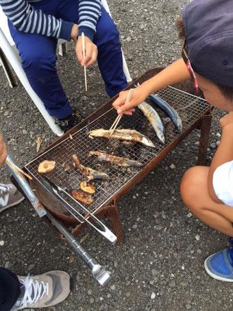 ランチから戻ったら 809ファミリーが秋刀魚を焼いていたのをゴチになりました♪ 美味しかった~!サンキュ~~♪