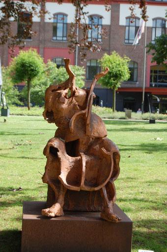 'Hermance of de muse'  steengoed/hoogte 120 cm.