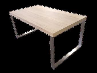 Mesa de madera con acero inoxidable