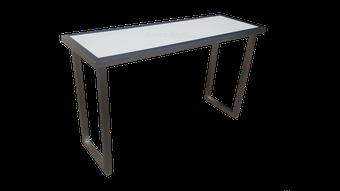 Mesa escritorio de diseño en acero inoxidable.