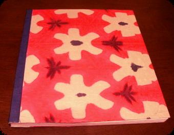 こちらは無線綴じの、モダンなえんじ柄の和紙で作りました、大判です。
