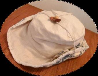 この夏愛用のエレガントなバラ柄のテンガロン風の帽子です。