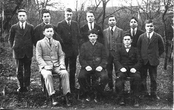 Jungmänner aus Großvillars – wer kennt die Namen?