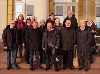 Besuchergruppe des Heimatkreises vor dem Badischen Landesmuseum